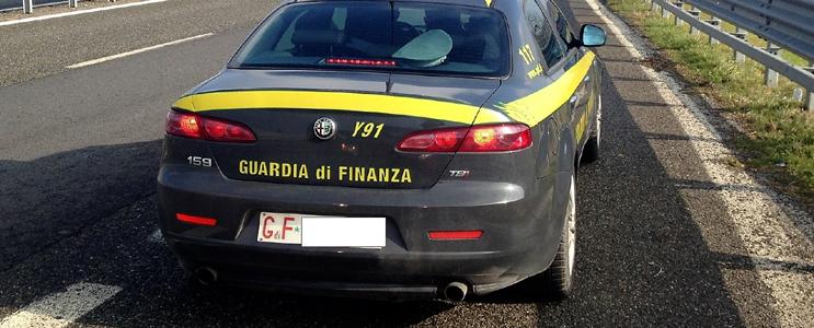 Savona, La Spezia, Carrara, Ancona. Costruivano yacht di lusso a 4 euro l'ora per 14 ore al giorno, 8 arresti dalla Finanza