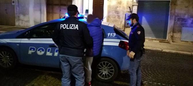 Scappano all'alt della Polizia, presi si avventano sui poliziotti, arrestati zio e nipote di Genova