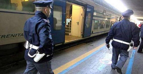 molestie sul teno, polizia polfer genova, polfer savonasul treno, cronaca