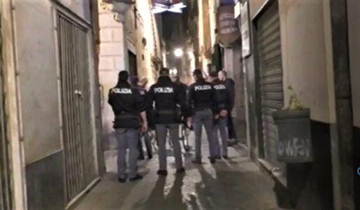 Colpisce l'inquilino col mocio, 52enne denunciata a Genova