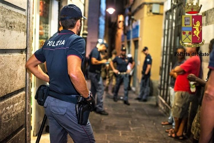 Centro storico genovese controllato a tappeto dalla Polizia: 25 servizi, 348 persone controllate, denunce, arresti…