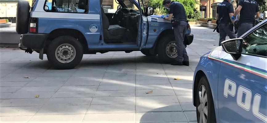 39enne ruba un furgone con 54 pacchi di Natale, beccato e denunciato dalla Polizia di Genova