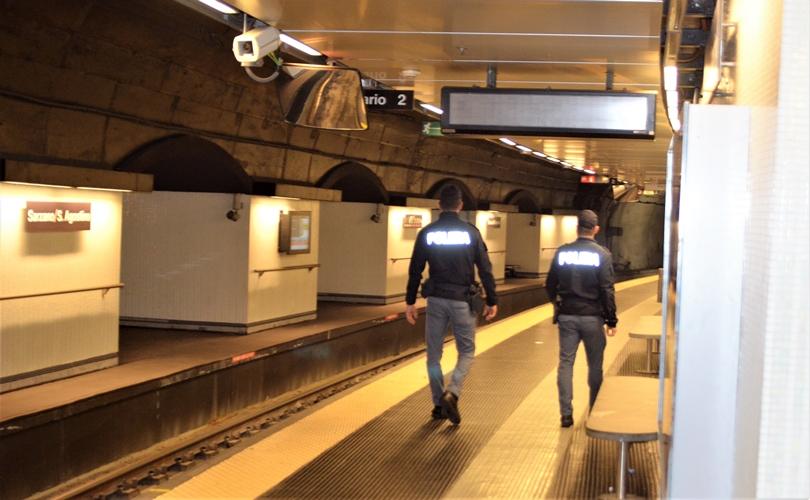 28enne palpeggia una donna nel sottopassaggio della stazione di Principe, denunciato