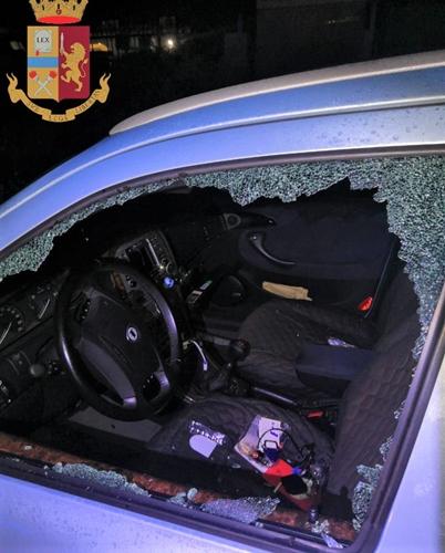 Genova. Picchia la madre poi minaccia il suicidio. In 4 spaccano i vetri di sei auto per rubare. 6 arresti