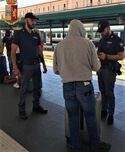 Genova cronaca breve. Beccato il rapinatore delle metro è un 28enne irregolare