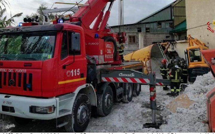 la spezia cronaca, muore un 37enne, vigili del fuoco sarzana