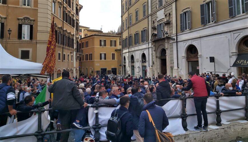 """Lega in piazza con il commercio ambulante """"Siamo dimenticati: subito tavolo al Mise per indennizzi"""""""