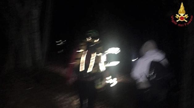 Genova. Due 20enni escursioniste si smarriscono nel bosco cercando il cane, soccorse dai Vigili del fuoco