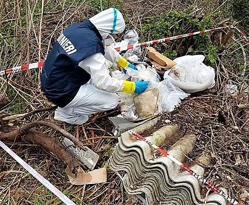 Amianto, controlli dei Forestali sugli avvisi dei proprietari alle Asl, 7 sanzioni a Spezia per oltre 6.500 euro