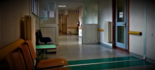 Petizione dei colleghi contro il prof. Matteo Bassetti che ora lancia il protocollo cure Covid domiciliari