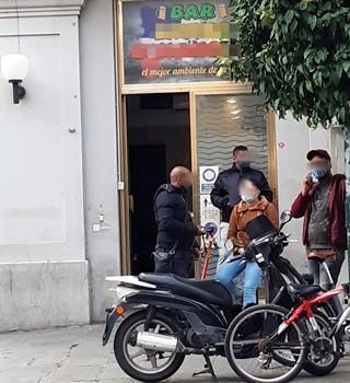 Assembramenti e violazioni norme anti Covid, chiusi due bar e sanzioni a Spezia