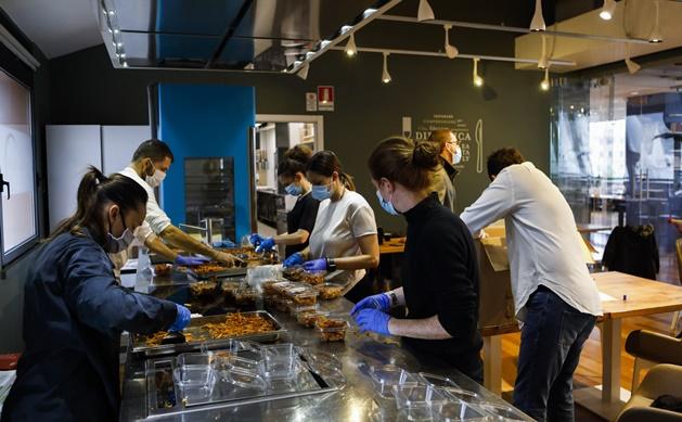 450 porzioni di lasagne e dolci per 8 reparti del San Martino grazie a Eataly e Biscottificio Grondona