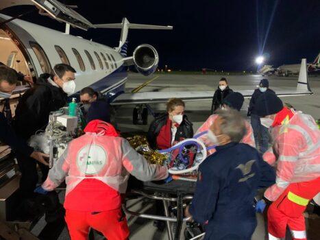 Squadra del Gaslini vola dalla Macedonia a Genova per un piccolo di 18 mesi affetto da tumore epatico