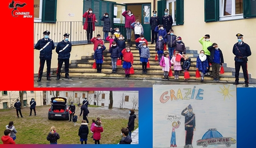 Encomio ai carabinieri dalla Regione Liguria. L'Arma di Sanremo porta doni alla scuola primaria