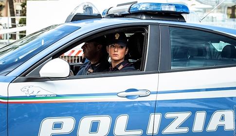 Due storie di violenza a Genova. 49enne colpisce la fidanzata e un uomo, 24enne ferisce un taxista