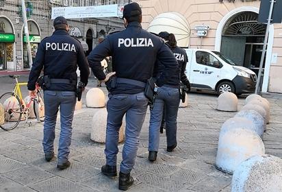 Genova cronaca breve. Anziana 85enne salvata dai poliziotti dopo un incendio