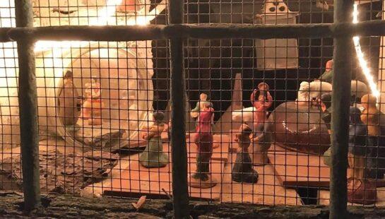 Anche col coprifuoco Sassello presenta la 13^ mostra dei Presepi dietro la finestra