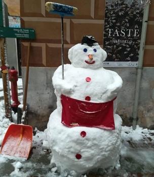 liguria covid, festività natalizie 2020, pupazzo sassello