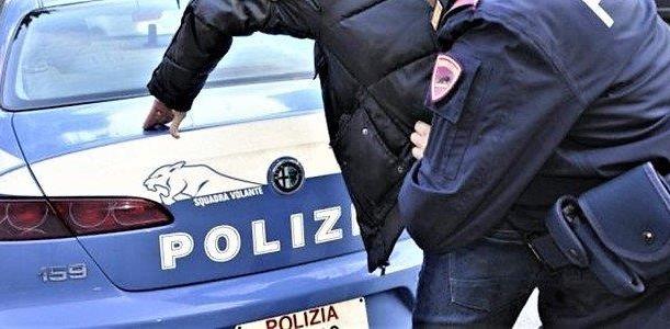 domiciliari e poi arrestato, polizia genova, cronaca genova