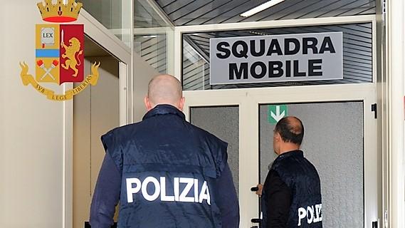 31enne acquista eroina davanti i poliziotti pusher arrestato