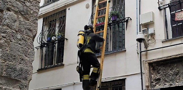 Spento un incendio nel centro storico di Genova