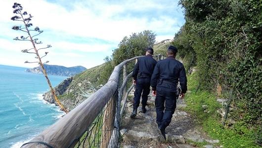 cinque terre controlli nel parco dai carabinieri