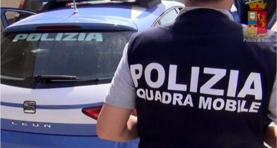 polizia genova arresta violento
