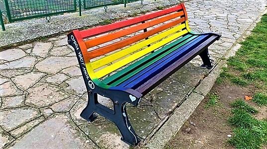 zan panchina arcobaleno a genova e lavagna