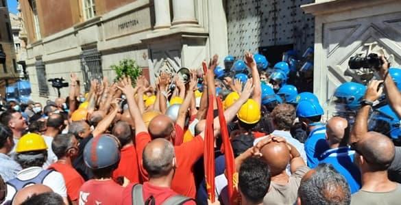 Ex-Ilva tensioni tra manifestanti e Forze dell'Ordine tra cui 8 feriti