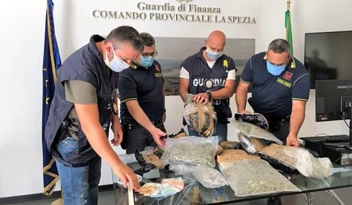 Arrestato un trafficante che trasportava 6 kg di marijuana a La Spezia