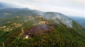 Incendo Savona zona Ciantagalletto elicotteri Regione Liguria