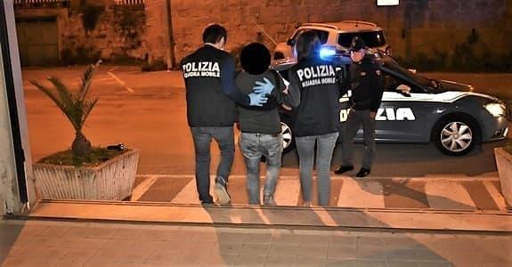 Polizia Savona arrestato marito violento tentato femminicidio