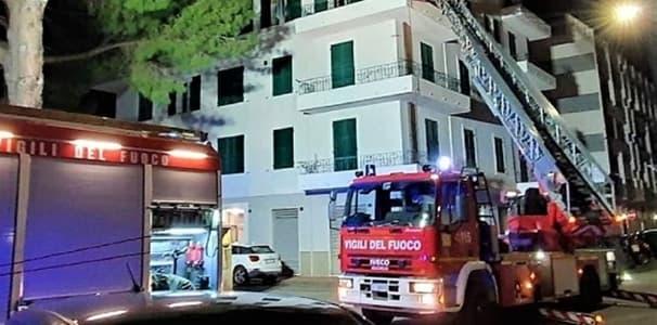 Genova, soccorso un giovane che voleva gettarsi dal balcone