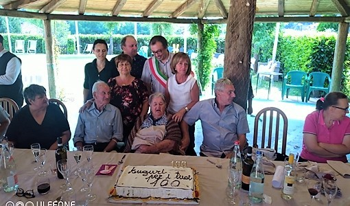 Sassello festeggia la centenaria nonna Tilde di Alberola