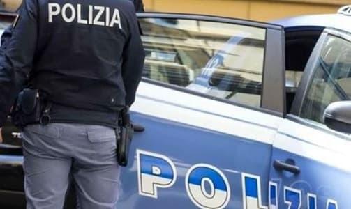 Due coppie rubano in un negozio e poi botte ai poliziotti, 4 arresti