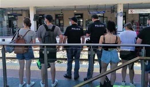 polizia ferroviaria denuncia genovese per furto