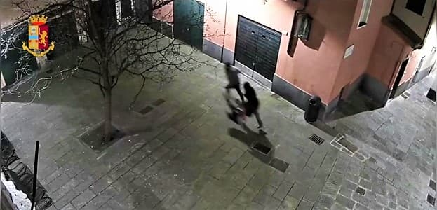 Arrestato autore di due violente rapine in via Prè ad inizio anno