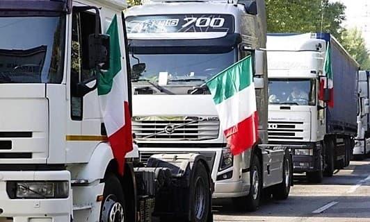 Sciopero camionisti No-Vax scarse adesioni, code sulle A1 A12 A14