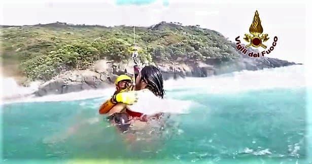 Aggrappato ad una boa col mare mosso, salvato giovane a San Fruttuoso