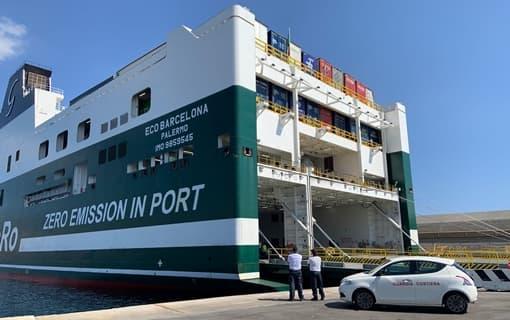 Savona, scoperti migranti sulla nave Eco Barcelona, controlli in corso