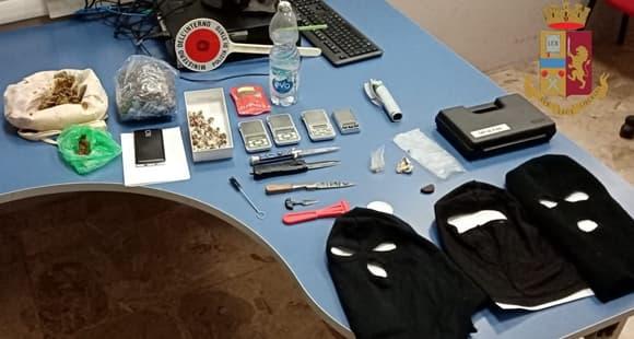 Fratello 22enne e sorella 19enne arrestati a Genova con droga e armi