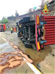 Incidente 2 sulla A7 camion contro un muro tra Busalla e Genova