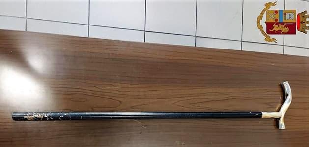 Minaccia i passeggeri con un bastone sul treno verso Brignole