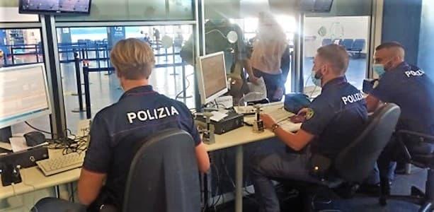 Compra un falso Green pass per 40euro e si imbarca, bloccato a Genova