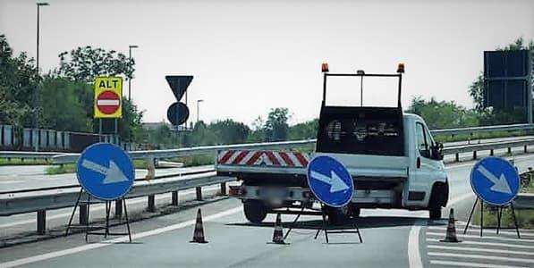 Liguria interruzioni al traffico, a Noli massi bloccano la statale 1
