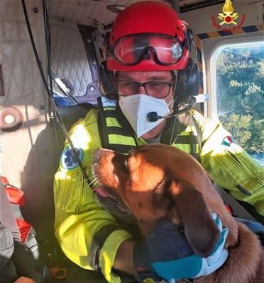 Elicottero Drago soccorre giovane e cane dispersi alle Faie di Varazze