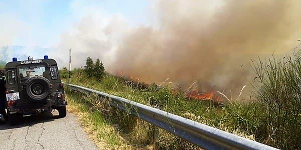 Muore nell'incendio dopo aver bruciato le sterpaglie a Sarzana