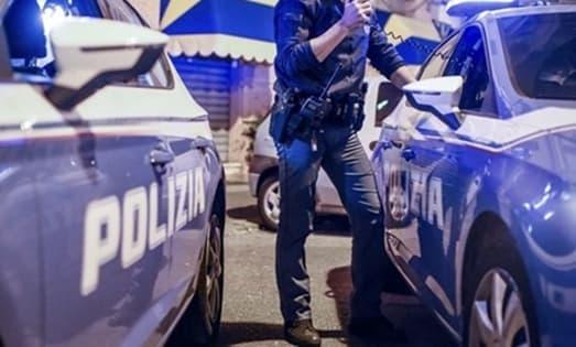 Allarme nella notte ad Albaro, 21enne tenta furto in negozio, arrestato