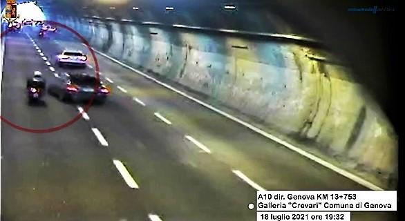 A10 provoca un incidente dalle lesioni gravi e scappa, preso dalla Stradale