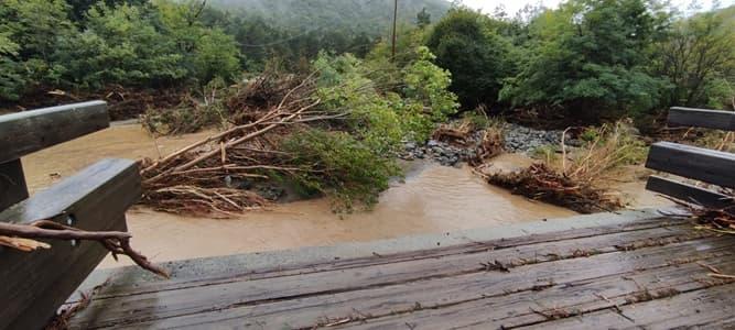 Sassello, crolla il ponte sull'Erro al lago dei Gulli
